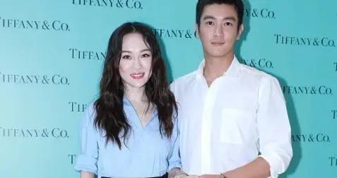 杜江和娇妻霍思燕出席活动秀恩爱,蓝色衬衫搭配黑色短裙,超洋气
