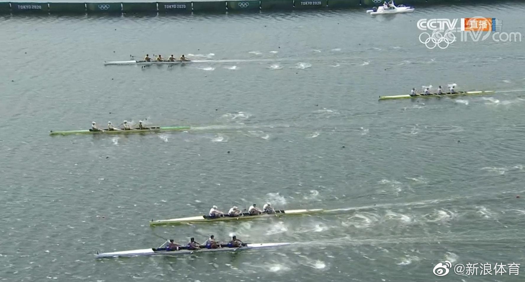 就在刚刚的赛艇比赛中,英国队在最后阶段竟然串道了......