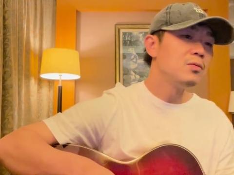 赵英俊44岁冥诞纪念日,大鹏弹唱《守候》缅怀,文字令人泪目