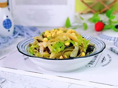 家常黄豆海带丝炖卷心菜,鲜美营养,做法简单,总也吃不腻