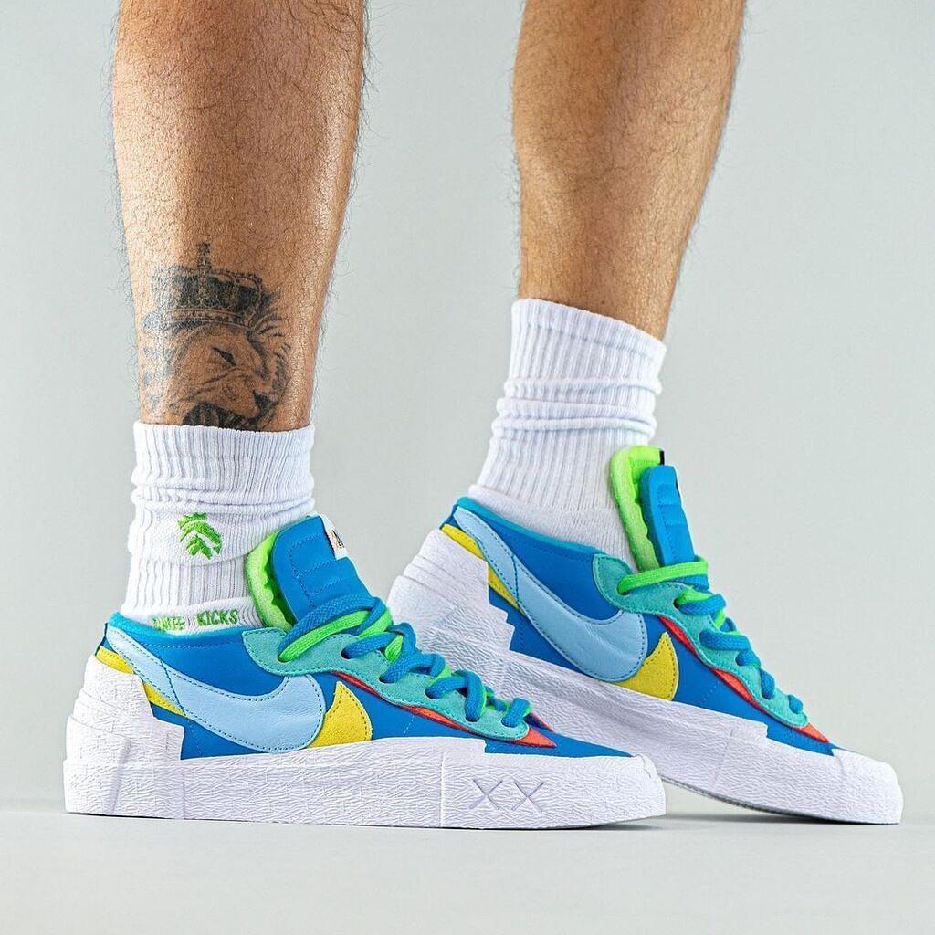 KAWS x Sacai x Nike Blazer Low 联名鞋款上脚图 :yankeekicks……