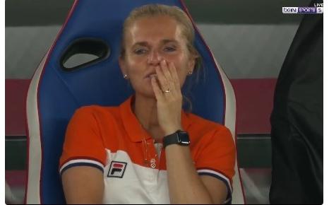 中国女足2:8耻辱出局,荷兰女足主帅一个表情太扎心,侮辱性极强