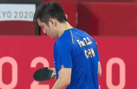 4-0完胜韩国名将,国乒世界第1进四强,樊振东太稳:连续单局逆转