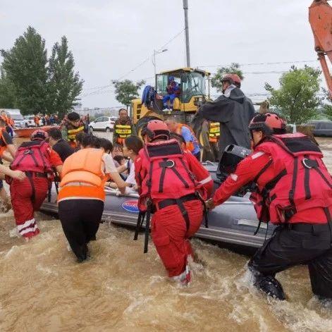 """洪水中救出小狗的山西队员""""火""""了,但他们的救援团队更""""火"""""""
