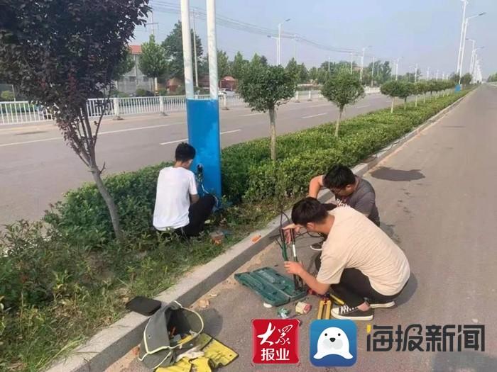 """大雨来临 鄄城综合行政执法局开展路灯""""大体检"""""""