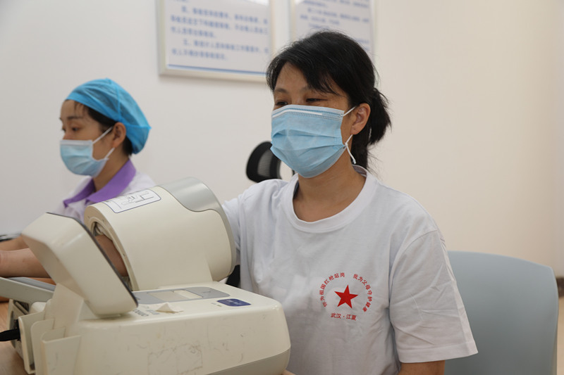武汉市江夏区拥军新举措 为义务兵父母送上健康大礼包