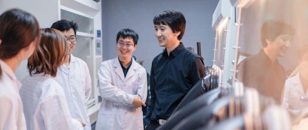 浙江大学狄大卫团队创造低铅钙钛矿LED效率纪录,利用锗元素降低铅污染   专访