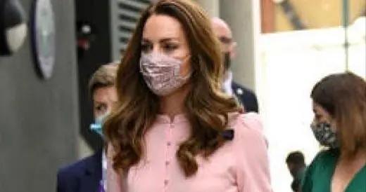 凯特王妃气质、地位摆在那,穿粉色连衣裙亮相,高级优雅让人羡慕