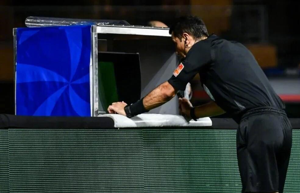 南美足联提议看VAR时停表,且球队可提出挑战判罚