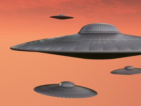UFO现身德国?乘客在万米高空拍到不明飞行物,不断变形