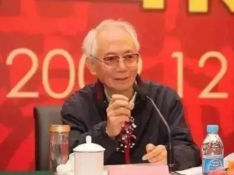 """90岁沈鹏所题的""""中国军地书画院""""真惊艳,碑帖互参"""