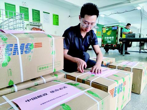 石嘴山市匿名人士捐赠衣物邮政公司免费运往河南