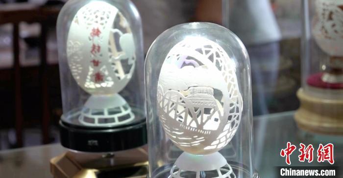"""兰州艺人0.2毫米蛋壳上雕""""甘肃风景"""":引众了解丝路文化"""