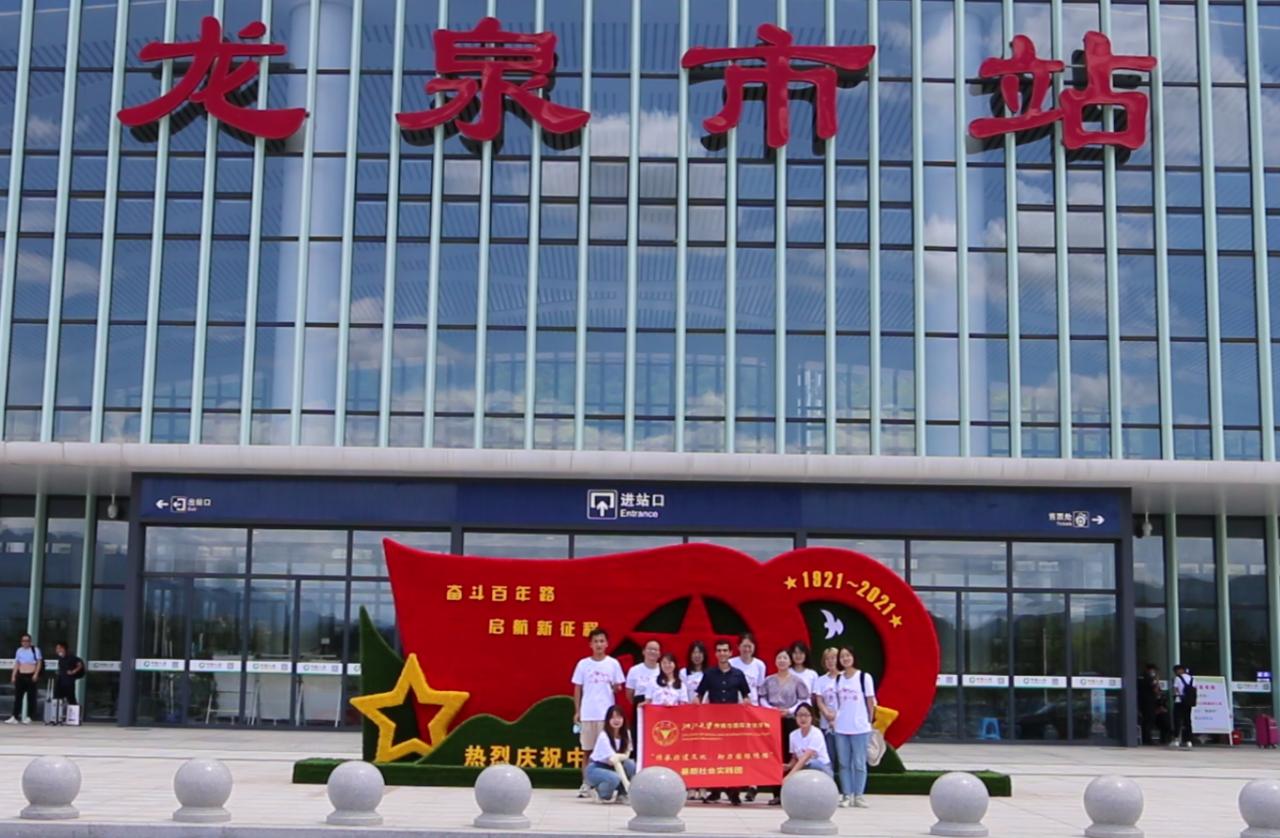 浙江大学传媒与国际文化学院学子以相机为笔 采写龙泉千年剑瓷文化