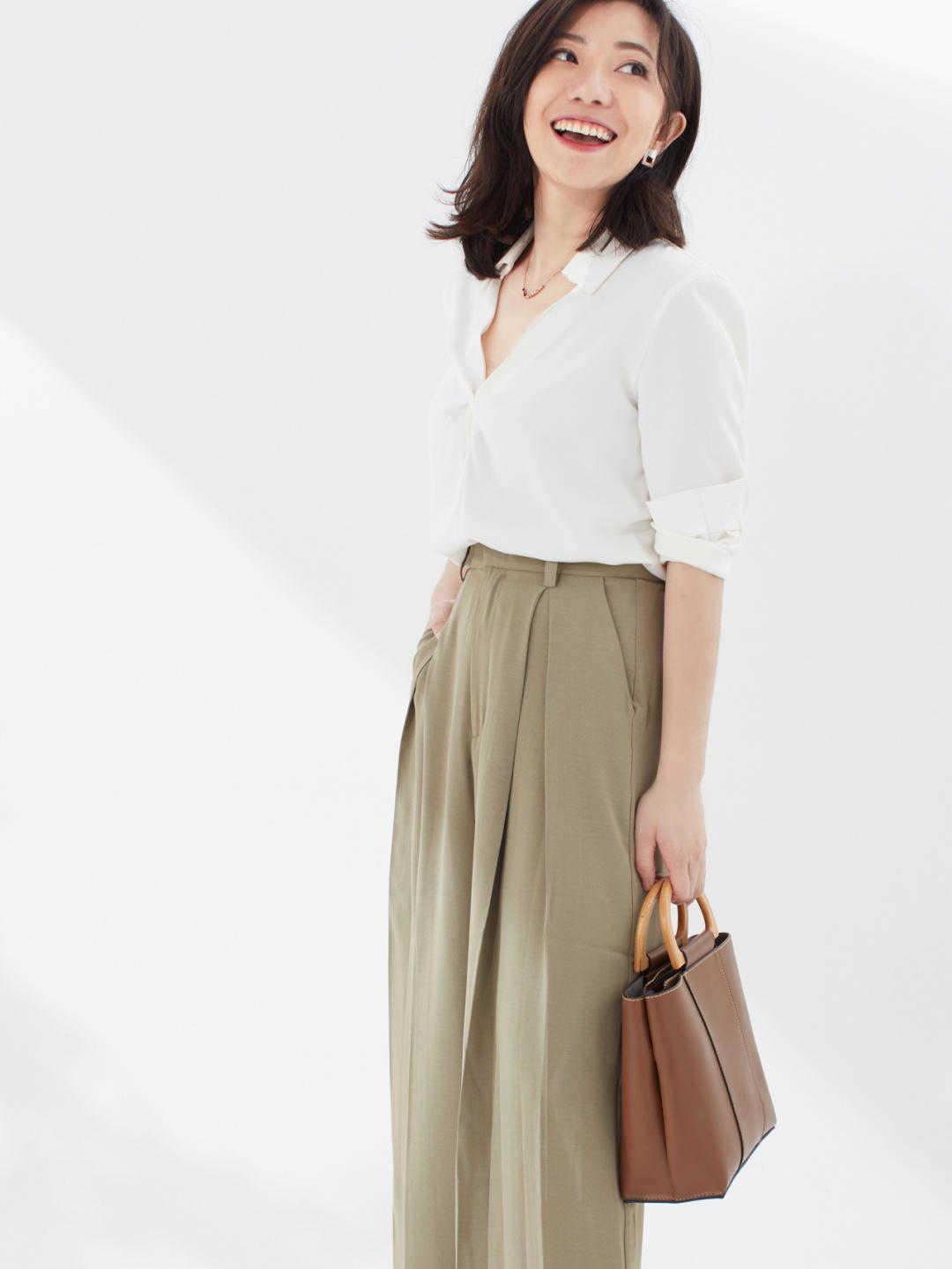 白色衬衫搭配阔腿裤简约时髦,漂亮大气