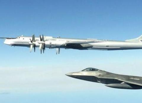 即将退役也是最先进战斗机,英国飞行员试驾F-22,有人酸了