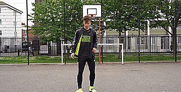 花式足球技巧之AKKA3000的三种变化