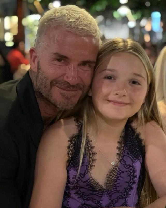 贝克汉姆与女儿亲密同框,10岁小七身穿与妈妈同款晚礼服超时尚