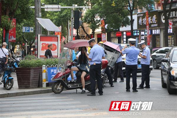 """多方联动 衡东交警""""收伞""""行动再掀高潮"""