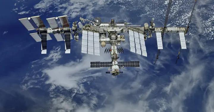 """俄罗斯""""科学""""号实验舱发动机突然异常启动"""