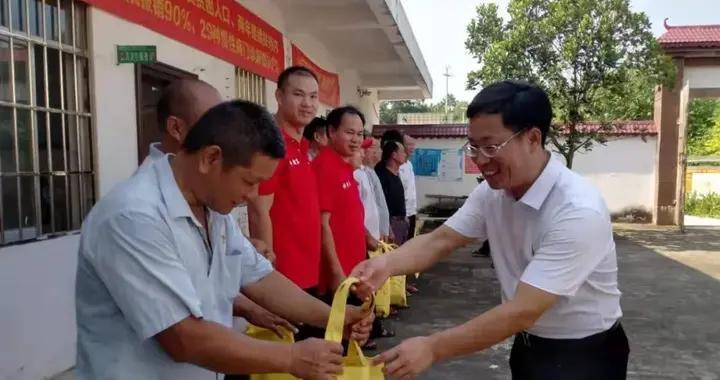 防城港市司法局开展食品安全宣传进乡村活动