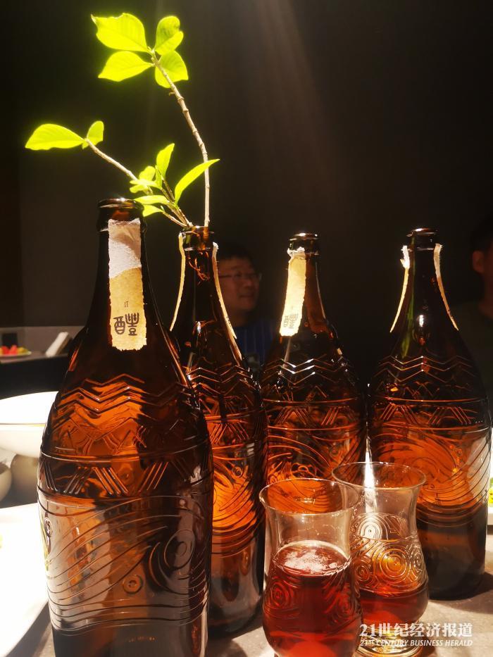 今年华润啤酒推出市场零售价500元一瓶的超高端啤酒醴 文静摄
