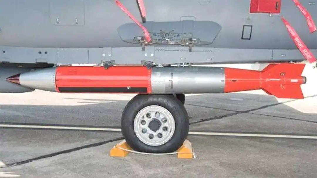 美军正在测试的B61-12新型核炸弹