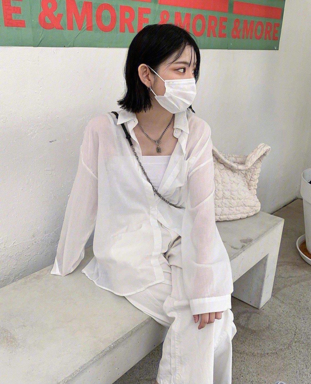 酷女孩有态度的夏日穿搭look|简约的黑白搭配真的太可了!