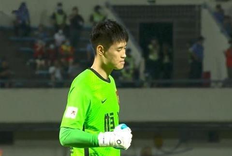 1-2惜败深圳,广州队再遭不利,刘殿座受伤缝10针,卡帅不满判罚