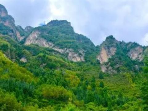 甘肃冷门的避暑景区,号称小崆峒山,是国家级森林公园