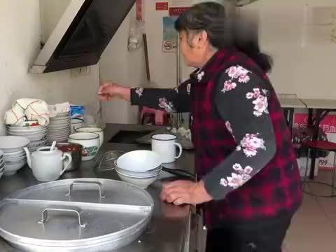 """老板娘烹制安庆开水馄饨""""长镜头"""",感兴趣的可以亲自去体验一下"""