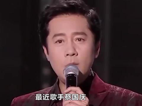 蔡国庆儿子模仿爸爸太爆笑!父子身高仅差半头,两人相处像兄弟