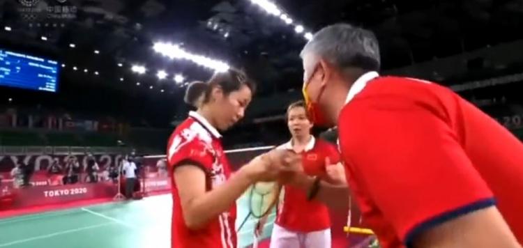 中国羽毛球队的韩国籍教练用中文鼓励队员:我们牛×!