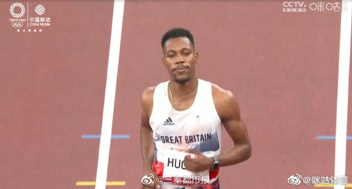奥运会田径男子100米决赛,第一次起跑英国选手休斯抢跑……