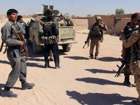 阿富汗政府军怕了,越境躲入邻国避难