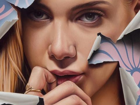 一组斑驳破裂的美女肖像画欣赏