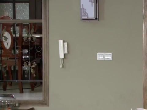 精彩影视:冶平刚刚回家,高父就打电话,文雅脸上有点怪异