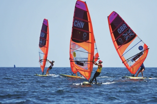 乘风破浪的姐姐吸引网友点赞 女子帆板中国选手卢云秀夺金,这是中国帆船帆板队历史上的第三枚奥运金牌