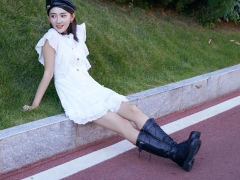 单身后的梁洁美回来了,穿小白裙清纯甜美,双腿细得像筷子
