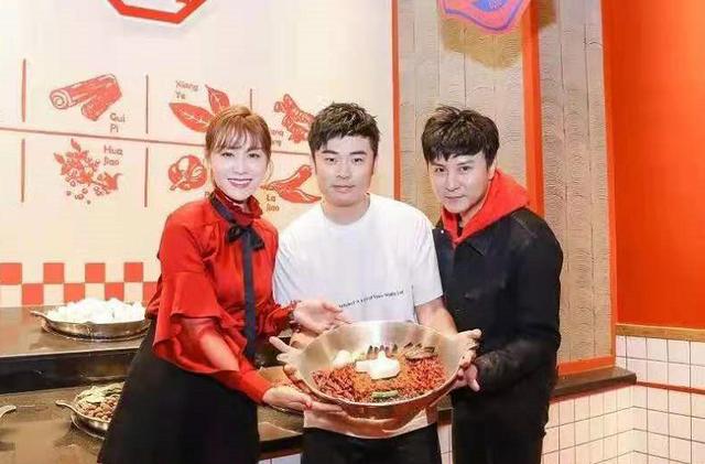 人民网谈明星火锅店,称其食品安全存隐患,黄晓明贾玲等被点名