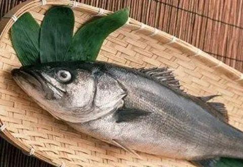 无论鱼肉怎么做,别用盐和料酒,教你一招,鱼肉鲜嫩美味,没腥味