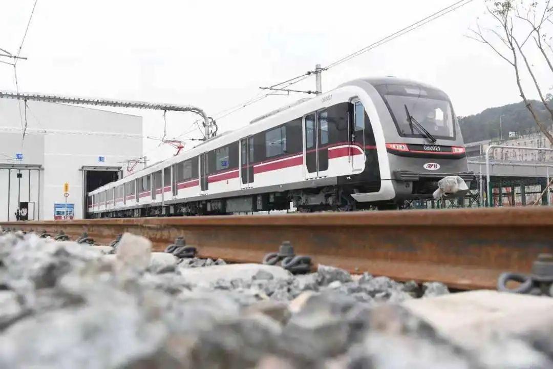 重慶軌道交通九號線電客車上線調試。 中建五局安裝工程有限公司供圖