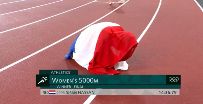夺冠后,哈桑身披荷兰国旗跪地庆祝。视频截图