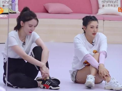 张雨绮黄圣依舞蹈完全不行,老师:你们去旁边练,我完全没法忍受