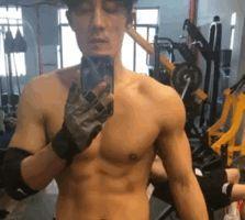 """杜淳每天坚持2小时运动,腹部肌肉明显,3个动作让你远离""""油腻"""""""