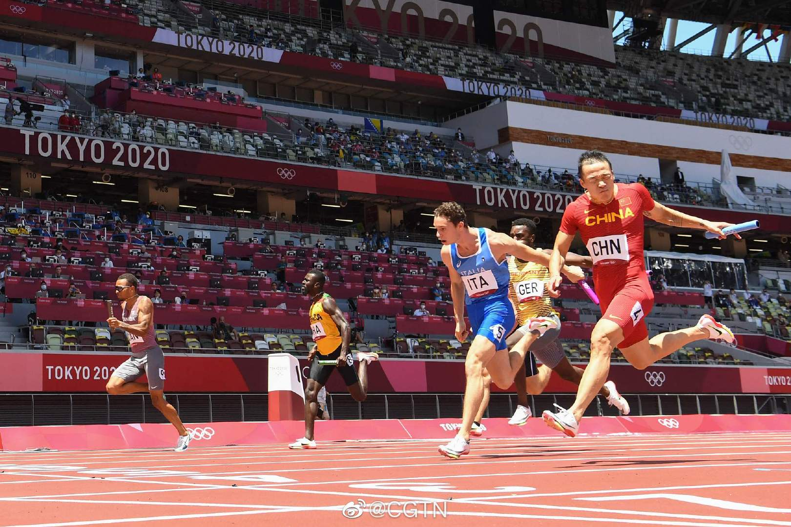 37秒92,中国男子4×100米接力队小组第一晋级决赛