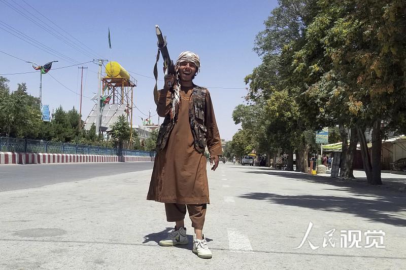 白宫:用于武装阿政府军的大部分武器落入塔利班手中