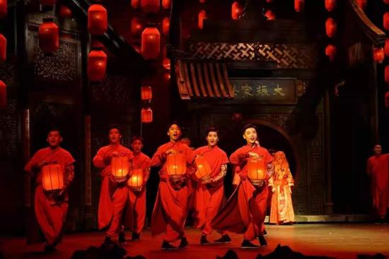 中央戏剧学院实验剧团原创音乐剧《家》于北京天桥剧场演出。中央戏剧学院供图