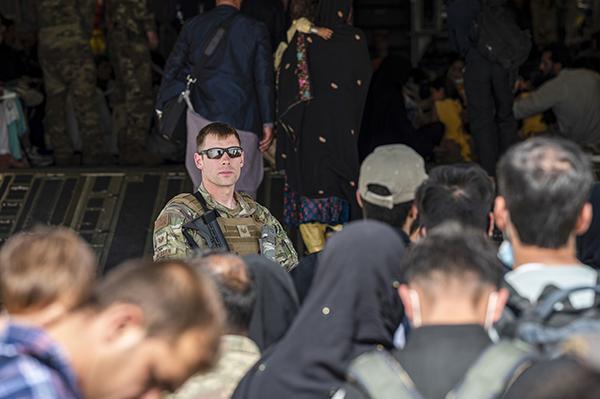 外媒:美国或将启用民航帮助执行阿富汗撤离任务