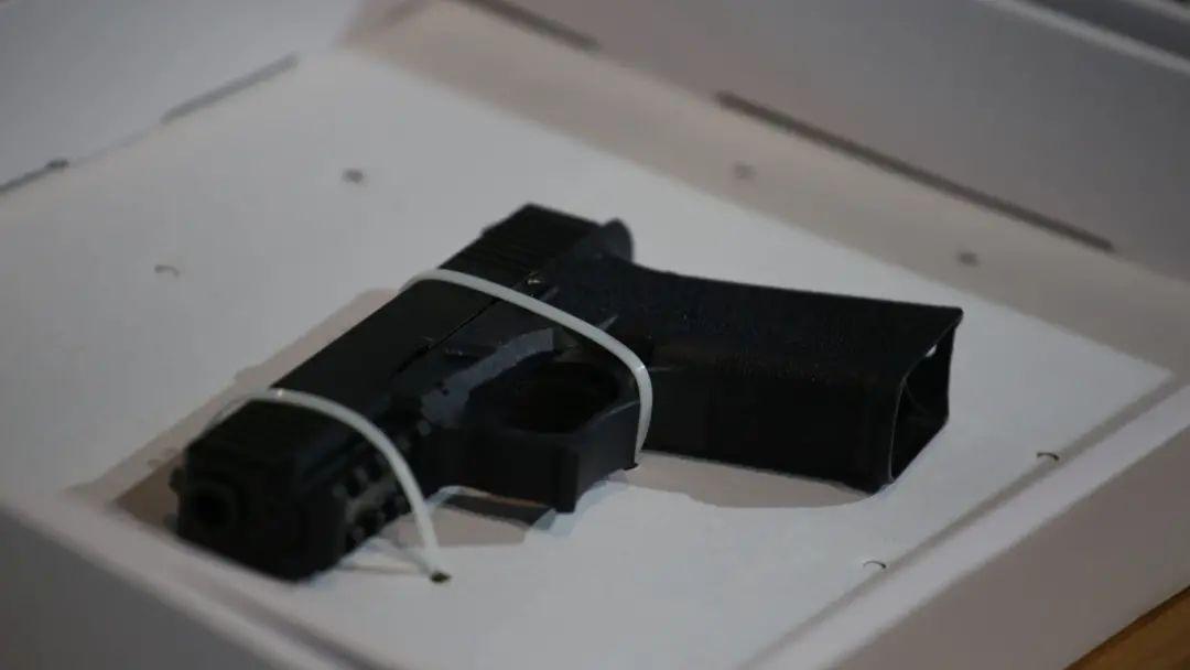 """香港警方在""""修例风波""""中缴获的真枪"""